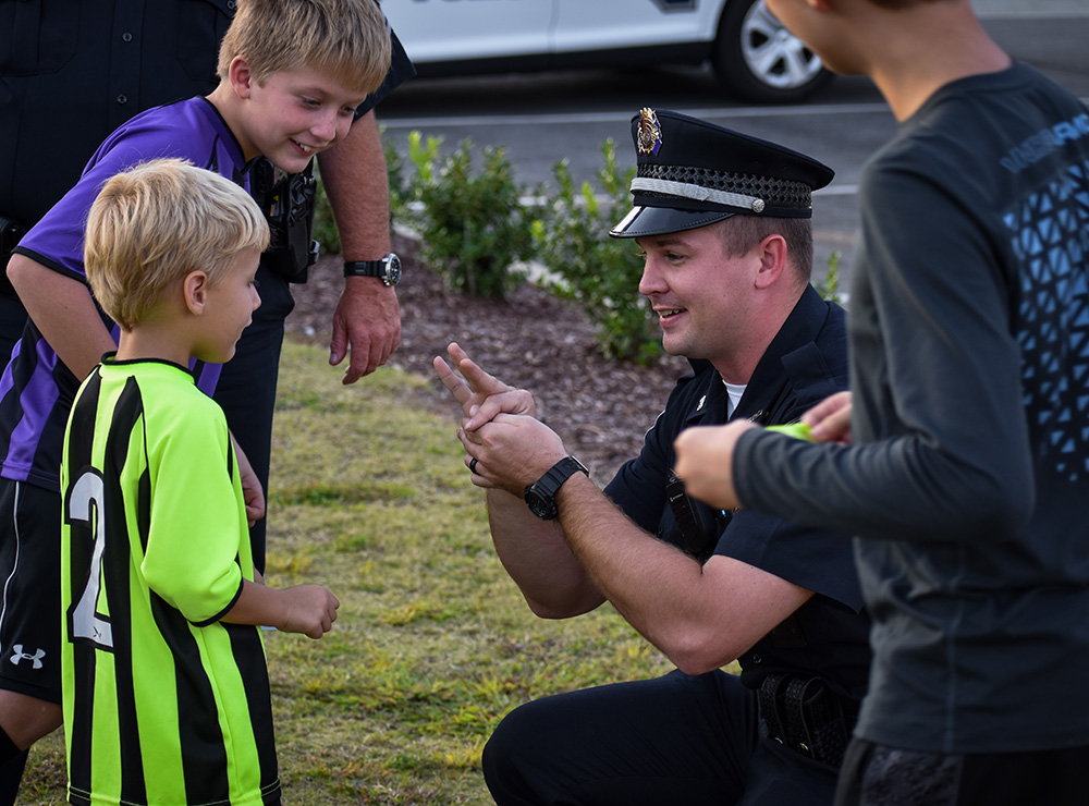 Police Officer talking with kids